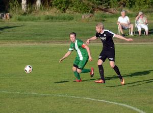 Malungs IF:s mittfältare Anders Lindholm (till vänster).