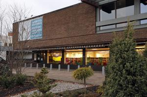 Kulturhuset i Hallstahammar härbärgerar bibliotek, kulturskola, fritidsgård, föreningsbyrå och Naturfotografiska.