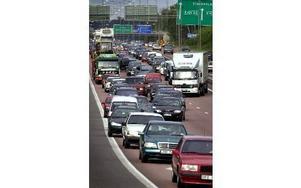Långa trafikköer i Fittja. Foto: Claudio Bresciani/TT