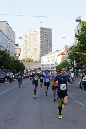 Peter Klingvall (434) anför en klunga. Bakom honom bland andra Stefan Andersson (341) och Fredrik Johansson (438).