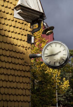 Tidsmarkör. Nynäshamns stationshus är ett av Nynäshamns äldsta landmärken.