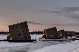 Sex hotellrum, tre på varsin sida är med i det arkitektritade hotellet på Luleå älv. Pressbild Arctic bath. Foto: Daniel Holmgren.