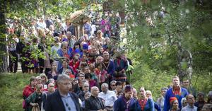 Ceremonin var öppen för alla och för många är det en symbolisk viktig händelse. Foto: Per Landfors.