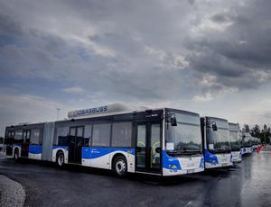 Nu byts Örebros lila bussar ut mot blåvita. Samtidigt har linjenätet setts över.