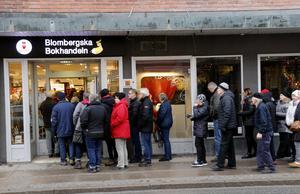 Biljettförsäljningen till Manskören Harmonis nästa Caprice startade i lördags förmiddag hos Lindesbergs bokhandel. Biljetter finns även hos eventim.se på nätet.