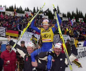 Magdalena Forsberg fick åka från Slovenien och VM 2001 med två guld och ett brons i bagaget – men tiden innan mästerskapetn var tuff för Forsberg. Foto: Heiko Junge / SCANPIX.