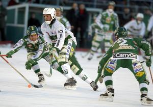 VSK-tränaren Michael Carlsson hann stänka in en del mål på annandagarna under sin aktiva karriär.