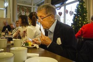 Arne Jonsson tyckte att smörgåstårtan smakade gott.