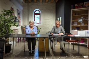 Marianne Söderberg och Ewa Eklund tog emot rösterna i Stenstadens valdistrikt när Sundsvalls Tidning var på besök.