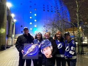 Alan Dobbs, Annabelle Dobbs, Liz Dobbs, Anne Rhodes och Emily Rubner flög över 12 timmar för att ta sig till Stockholm.