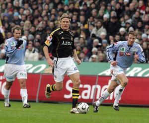 Johan Mjällby gjorde sin sista match i karriären mot Gefle IF på Råsunda. Daniel Ytterbom var en av målskyttarna i 2–2-matchen inför 23 822 personer i den allsvenska premiären 2006. Bild: Jonas Ekströmer/Scanpix.