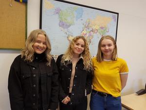 Tre av eleverna som åkte till Indien, till vänster Klara Kronstrand, Louise Sandberg och Sara Fredriksson.
