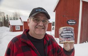 Tomas Lindqvist stora fritidsintressen är gamla amerikanska bilar och  surströmming av egen tillverkning.