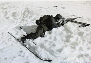 Skidpatrull på uppdrag tar en paus. Foto: AMF Bildarkiv, Krigsarkivet.