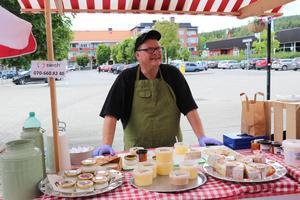 Magnus Isaksson, Lövberg gårdsproduktion var också på plats under invigningen och visade upp sina produkter. – Jättekul med en saluhall med lokala produkter. Särskilt nu när folk, speciellt unga människor, är så medvetna om vad de stoppar i sig i dag och det är väldigt roligt, säger han.