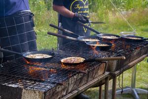 Under dagen serverades kolbulle till hungriga träbåtsentusiaster.