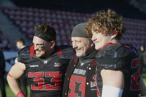 Michael Jönsson med sönerna Filip och Edvin som båda spelar i Black Knights A-lag.