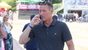 Östersundstravet tappar sin sportchef, B-O Månsson. Men travbanechefen Jan Quicklund har flera alternativ för att lösa frågan.