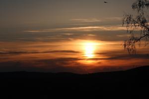Stämningsfull solnedgång Kristihimmelsfärdsdag Vallsta