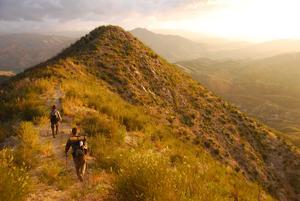 Bergskedjan San Gabriel Mountains utgör en barriär mellan Los Angeles storstadsområde och Mojaveöknen.  Foto: Ryan Choi