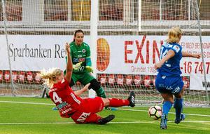 Carola Söberg avslutade målvaktskarriären i höstas. Nu ska hon lära upp framtidens målvakter i ÖSK:s U19-lag samt bli spelaragent.