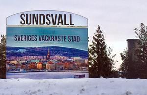 Välkomstskylten har satts upp efter att Sundsvall fick titeln Sveriges vackraste stad.
