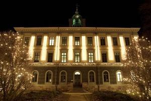 Rådhuset i Gävle ska i år få julbelysning på både framsidan och baksidan. Några träd vid Rådhustorget blir också belysta