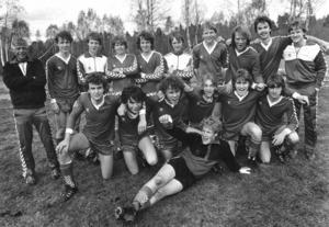 Jämtland/Härjedalens distriktslag 1983 med bland andra Hasse Eskilsson (tredje från vänster i nedre raden) och Kenth Persson (sjunde från vänster i övre raden). Arkivbild: ÖP