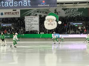 VSK-klackens tifo innan matchstart. FOTO: Jim Pettersson.