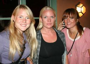 Blue Moon Bar. Carolina, Linda och Elin