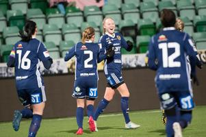 Wilma Wärulf blev jublande glad efter att ha skickat en frispark direkt i mål. En vacker, men inte matchavgörande, strut som förvandlade 8–0 till 9–0.