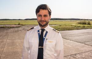 Under cirka en månad kommer Sebastian Soltani att vara tjänstledig från sitt arbete som instruktör på OSM Aviation Academy.