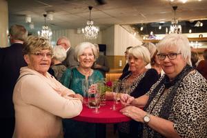 Inga Runesson, Kristin Viklund, Anita Ström och Elsa Winberg såg alla framemot modevisningen – som var en resa genom olika årtionden.