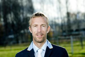 Niklas Jonsson var en av Strömsholmsryttarna som red dubbelnolla på lördagen. Nu ska det till en fullständig kollaps imorgon, söndag, för att laget ska missa semifinalen på hemmaplan i början av juni.
