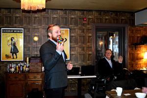 Pontus Lindman avslutade årets företagsfrukostar i Säter med ett magiskt nummer till publikens förtjusning.