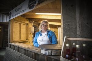 Lotta Olsson kommer att sälja bland annat Järvsöklämman vid skogskojan, som ligger efter den tre kilometer långa slingan runt Järvzoo.