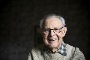 Ragnvald Jonsson, Krokomsbo sedan 65 år, som nu i dagarna kommer ut med en fotobok med bilder och minnen från Krokom.