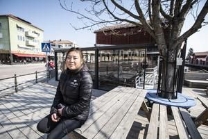 Sara Eriksson på Möljens Café och Grill i Hudiksvall välkomnar rökförbudet.