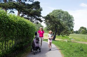 Golfen är en bra och lärorik miljö att vistas i, inte minst för barn, tycker Maria Molin, här med dotttern Anna.