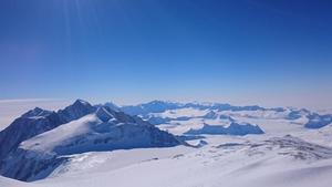 Den storslagna utsikten från toppen. Foto: Joel Johansson
