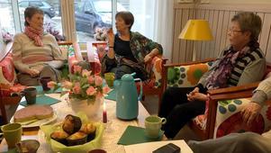 De anhöriga beskriver en sjukdom som är svår att upptäcka eftersom den smyger sig på. Från vänster Ewa Nilsson, Kai Bergström och  Iréne Romlin.