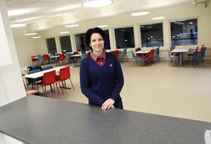 Förutom kontorslokaler, undervisningsrum och övernattningsrumm innehåller den nya servicebyggnaden på Frösö ridcenter en ny fräsch kafeteria.