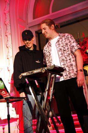 DJ:s Jacob Pettersson och Victor Carrick inledde galan med att spela några låtar.  Jacob Pettersson vann också priset för Årets producent.