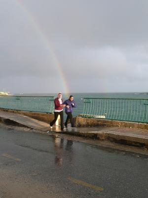 Vem kan ana att regnbåge liksom blixten kan slå till när som helst!!!Var ute på en fotograferings promenad och fick syn på den vackra regnbågen. Stod och välja vinkel när ett par unga tjejjer joggade förbi. Hann se vad som var på väg att händla och lyckades trycka i just rätt ögonblick.