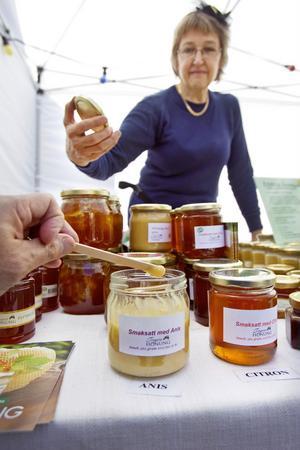 Lokal honung från Trogsta såldes hos Eva Bergström.