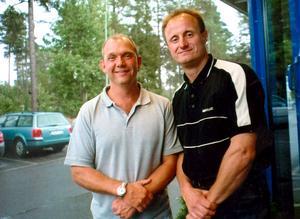 Duon som tog över Timrå IK – Kent Johansson och Anders Eldebrink – här under försäsongscupen i Östersund i augusti 2002. Bild: Mattias Eriksson.