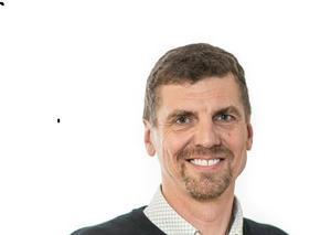 Peter Erikssons välkomnar dem som tycker köerna till förarprov i Fagersta är för långa att istället köra upp i Västerås.