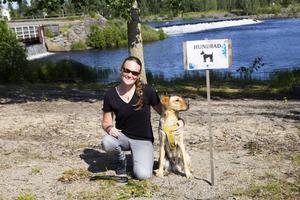 Anna Kringberg med labradoren Eddie.