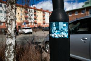 Nordiska motståndsrörelsens närvaro gör sig påmind här och där i staden.