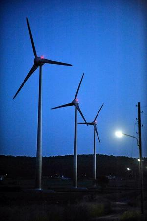 Vindens kraft. De nya ägarna tycker att Vivstavarvs 150 meter långa maskinhall är som klippt och skuren för tillverkning av master till vindkraftverk.